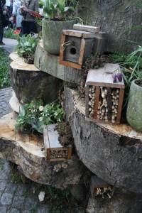 voedsel en onderdak in de Bee Happy tuin