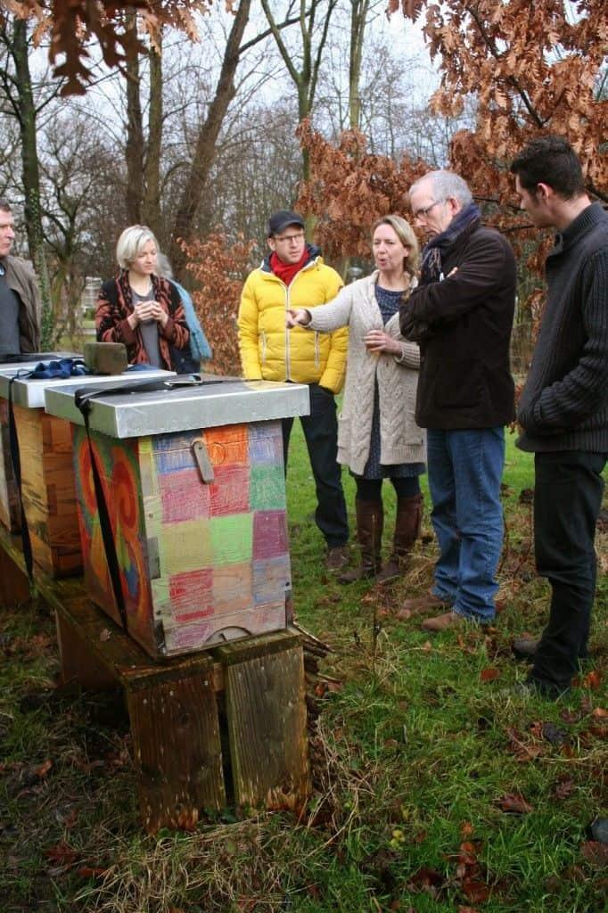 Angélique van Immeke vertelt over het leven van een bijenvolk in de winter (foto: Carla Wilhelm)